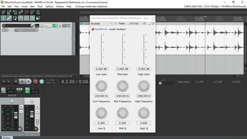 Interfaccia utente di un plug-in audio generato con MATLAB utilizzato in REAPER, una nota workstation audio digitale. L'interfaccia utente include vari cursori e manopole disposti su una griglia 3 per 3.