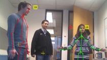 Acquisisci un'immagine e dati scheletrici da Microsoft Kinect For Windows in MATLAB. Kinect è un dispositivo di interazione naturale con una videocamera RGB, un sensore di profondità 3-D, e un microfono a 4 canali.