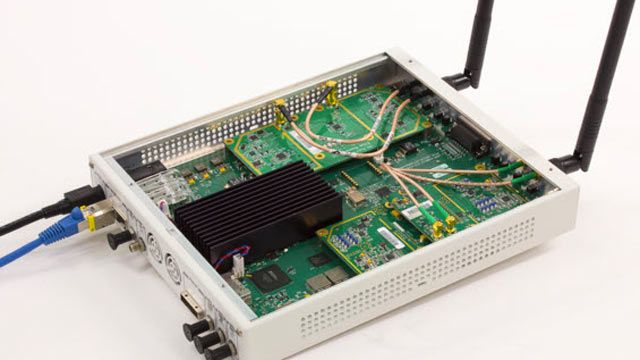SDR USRP utilizzato per ricevere frame beacon OFDM 802.11